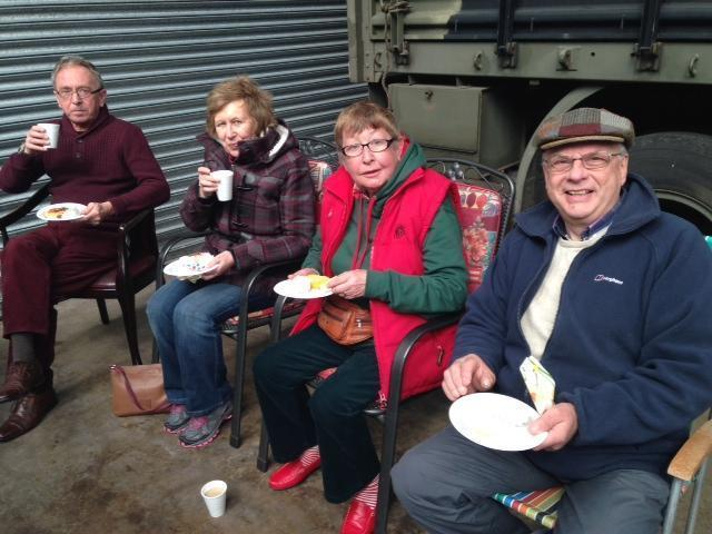Members-enjoying-a-cuppa-rs